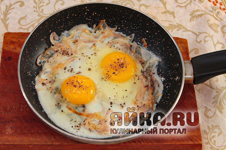 Запекаем яичницу